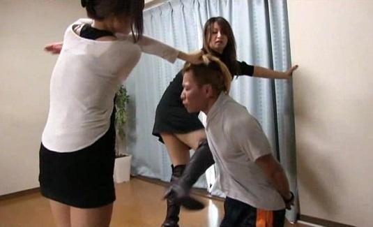 東京リンチ少女 弐 ギャル系美少女の顔騎責め。