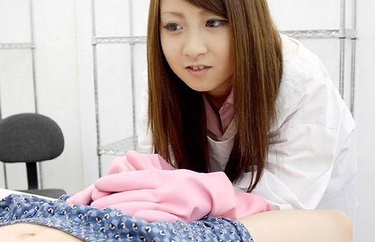巨乳娘の北川瞳がロングゴム手袋手伝いさんやります!