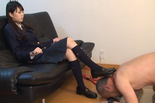 可愛すぎる美少女の奴隷支配 ムレムレ生足とプリプリ桃尻で中年M男を翻弄する女子校生の羽田桃子